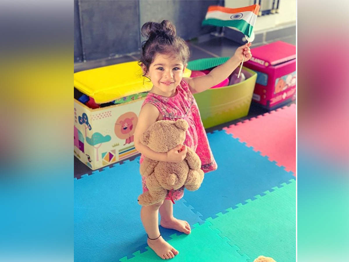 Soha Ali Khan shares a cute picture of Inaaya wishing Happy Independence Day - Times of India