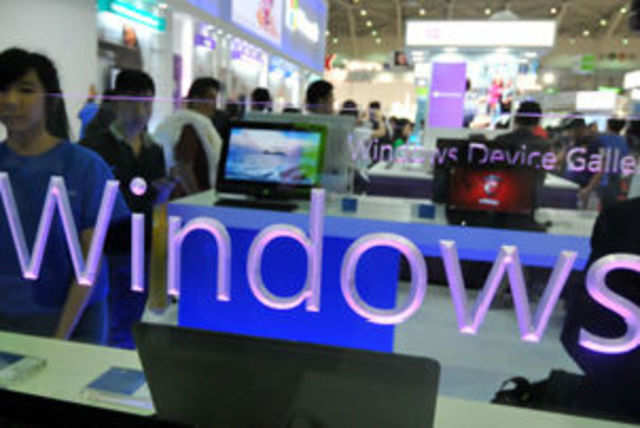 Top gadget makers will soon roll out smaller tablets running on Microsoft's Windows 8 operating system.