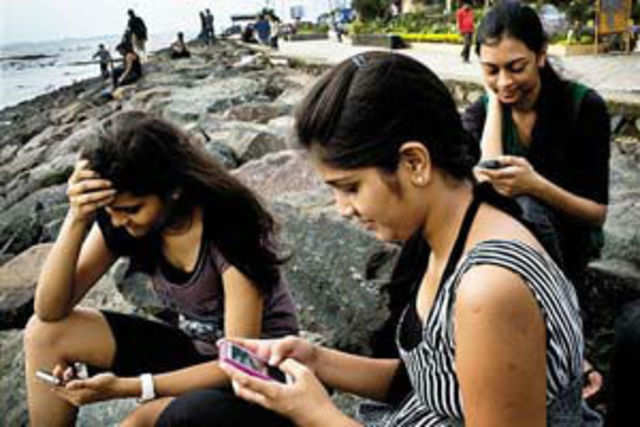 Mobile games and applications in India are expected to be a Rs 2,700-crore market by 2016, driven by strong smartphone growth and expanding 3G user-base, a report by Avendus Capital says.