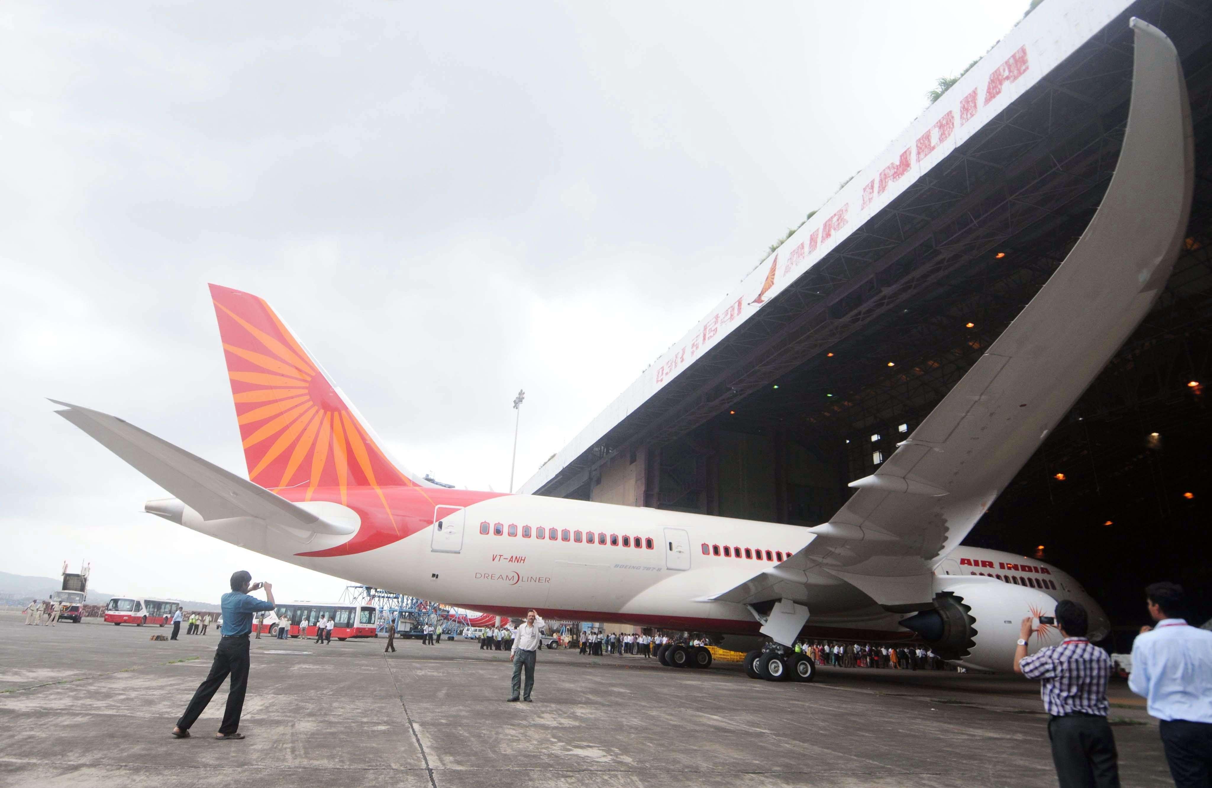 Air India's B-787 Dreamliner landed in Mumbai