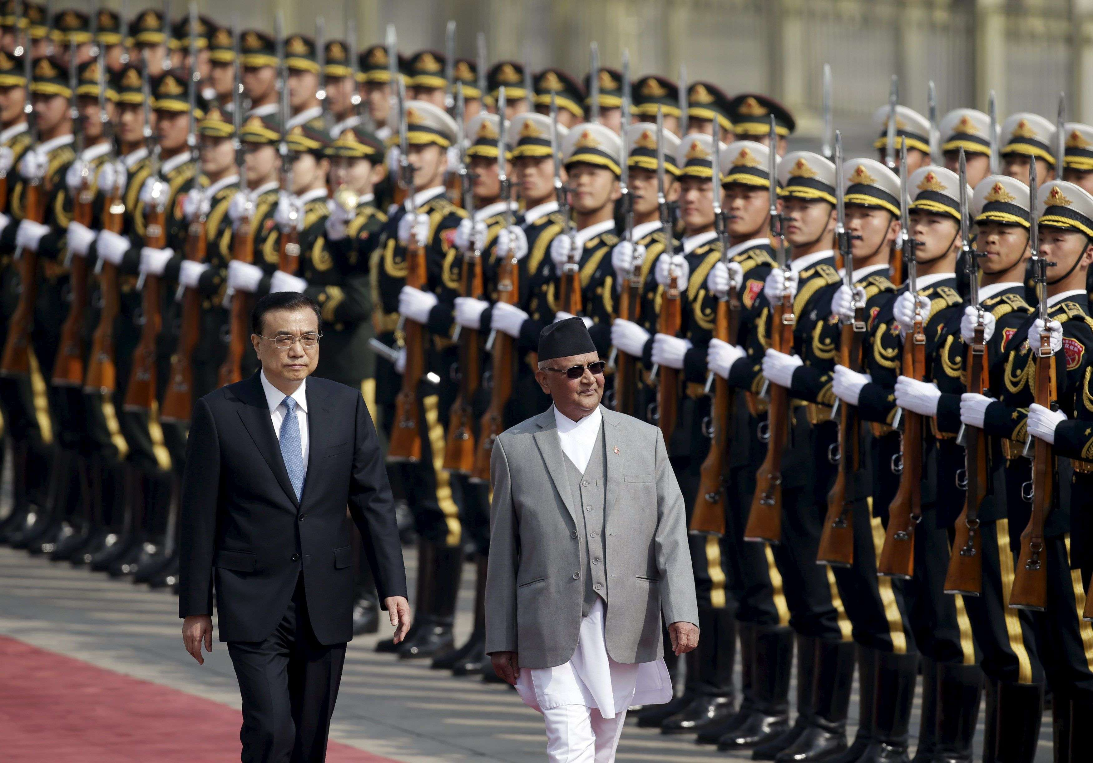 Nepal's Prime Minister Khadga Prasad Sharma Oli and China's Premier Li Keqiang (L) review honour guards during a welcoming ceremony at the Great Hall of the People in Beijing, China March 21, 2016. REUTERS/Jason Lee