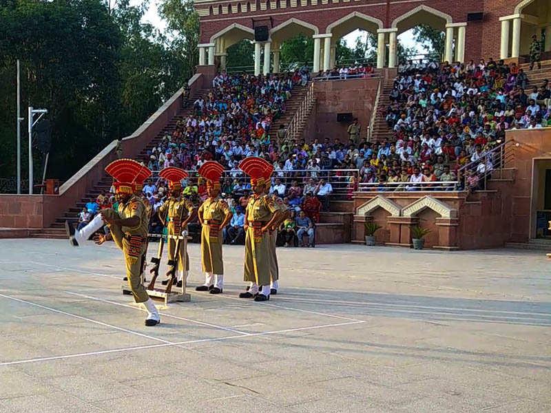 Retreat blog - Crowd behind the action Hussainiwala
