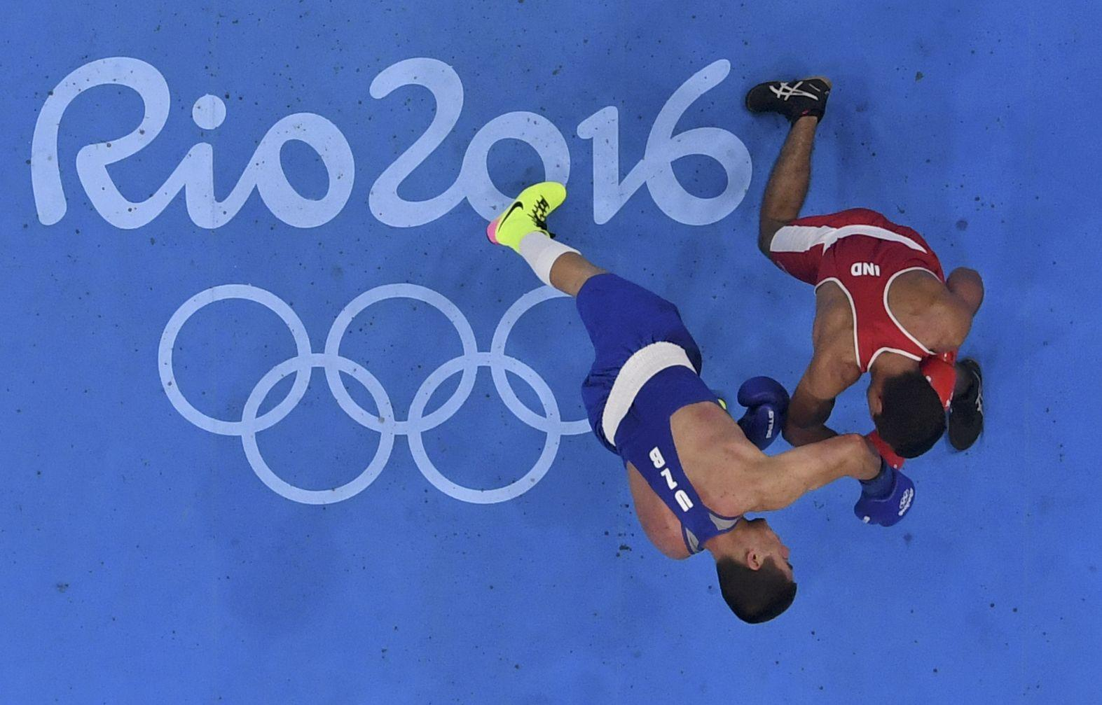 2016 Rio Olympics - Boxing - Quarterfinal - Men's Middle (75kg) Round of 16 Bout 219 - Riocentro - Pavilion 6 - Rio de Janeiro, Brazil - 15/08/2016. Vikas Krishan (IND) of India and Bektemir Melikuziev (UZB) of Uzbekistan compete. REUTERS/Pool FOR EDITORIAL USE ONLY. NOT FOR SALE FOR MARKETING OR ADVERTISING CAMPAIGNS.
