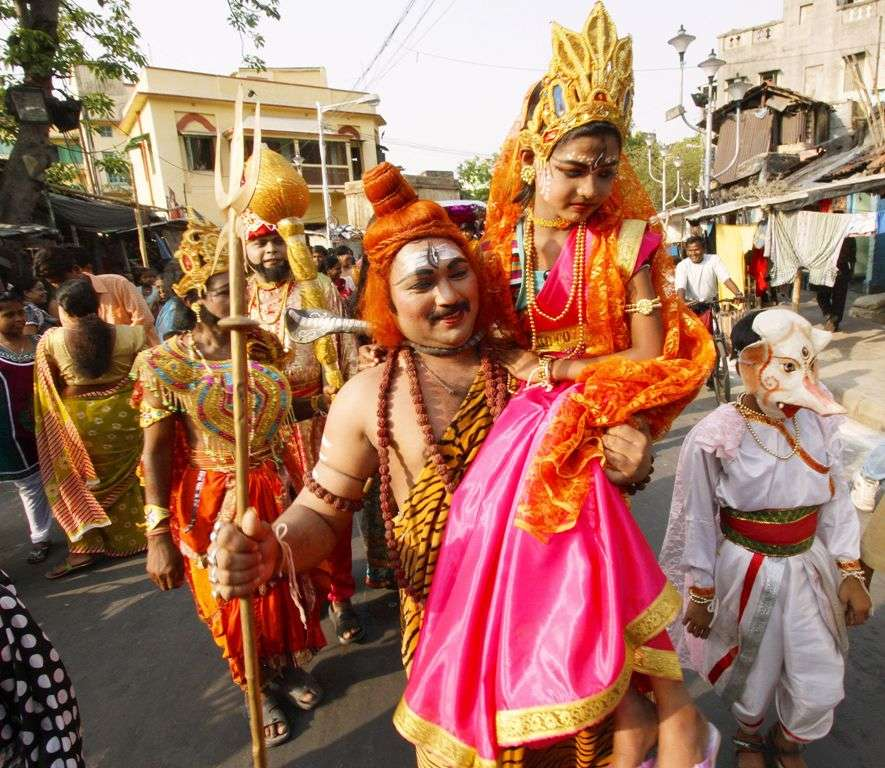 Devotees dressed as Hindu God and Goddess Shiv and Durga on the occasion of Gajon festival in the kalighat area in Kolkata on saturday. Pix----- Jayanta Shaw 13---04---13