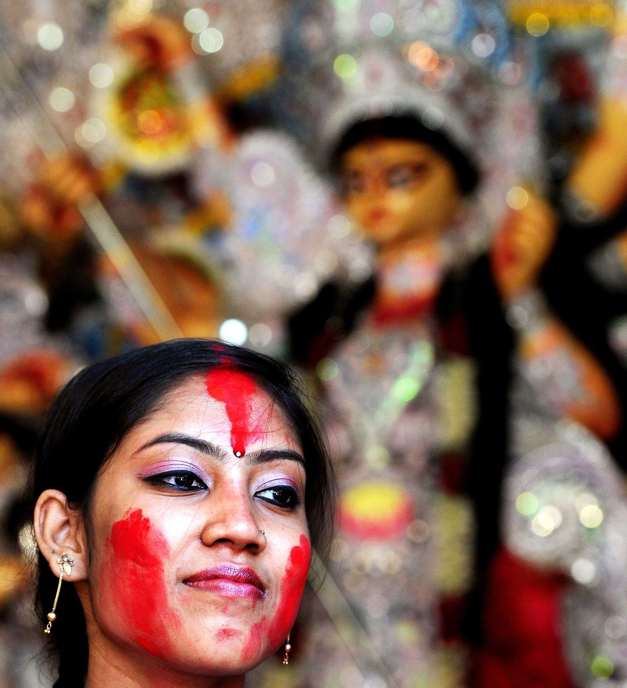 """Women busy with """"Sindoor Khela"""" (playing with vermillion) during Dashami of Durga Puja in Delhi. PIC BY ANINDYA CHATTOPADHYAY"""