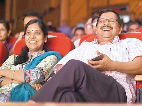 Delhi CM Arvind Kejriwal with wife Sunita (L) (BCCL)