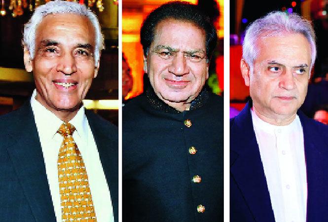 (L-R) Tejender Khanna, former Delhi Lt Governor, Rajinder Bagga and Rajiv Gujral, the bride's father (BCCL)