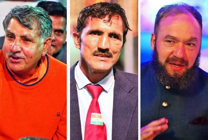 Ranbir Singh Gangwa, Som Kumar and Spencer Mackay, wrestling coach (L to R) (photo Ajay Gautam, BCCL)