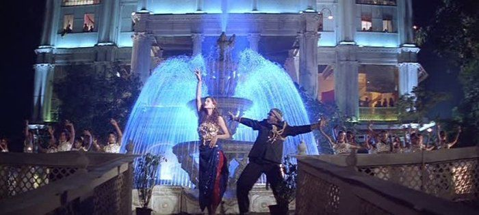 Sonali Bendre and Nagendra Prasad in Humma Humma