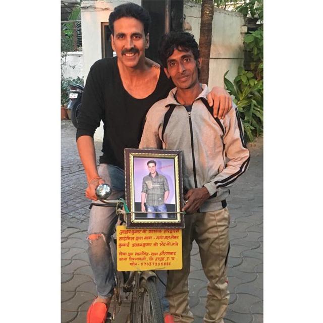 Akshay with fan