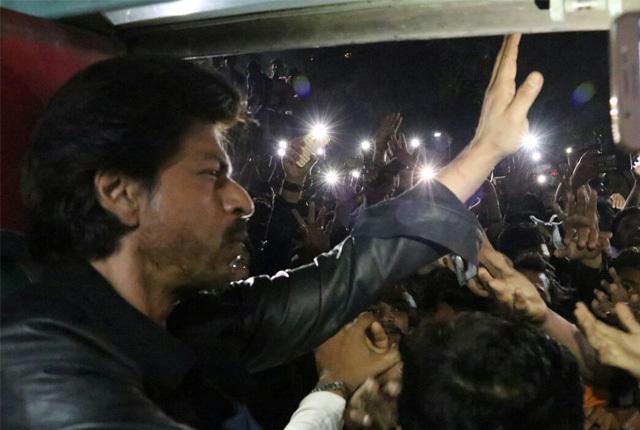 Shah Rukh Khan waving