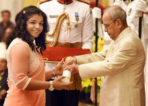 President Pranab Mukherjee confers the Padma Shri on Sakshi Malik. Photo by Sanjay Sekhri