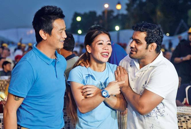 How about a bout? Bhaichung Bhutia, Mary Kom and Sushil Kumar caught up with each other at the event (L-R) (BCCL)