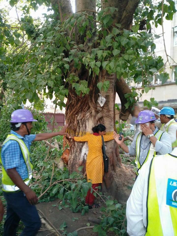 Aarti Patel hugging the tree at Churchgate