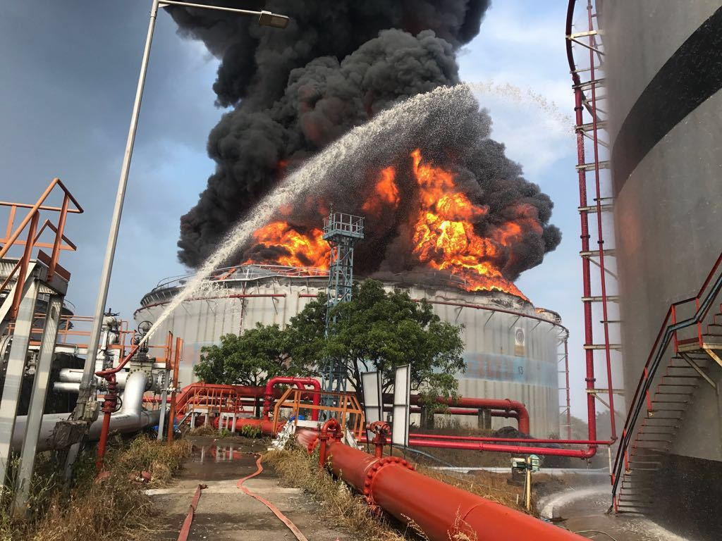 fire  massive fire at jawahar dweep  situation critical