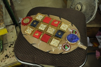 Vijay Lakshmi Chocolate Tray with Candles @ Rs 325 to 480 (2)