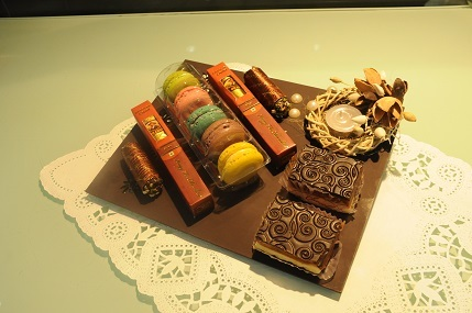 Krazy For Chocolates Black Lotus Tray @ Rs 1050