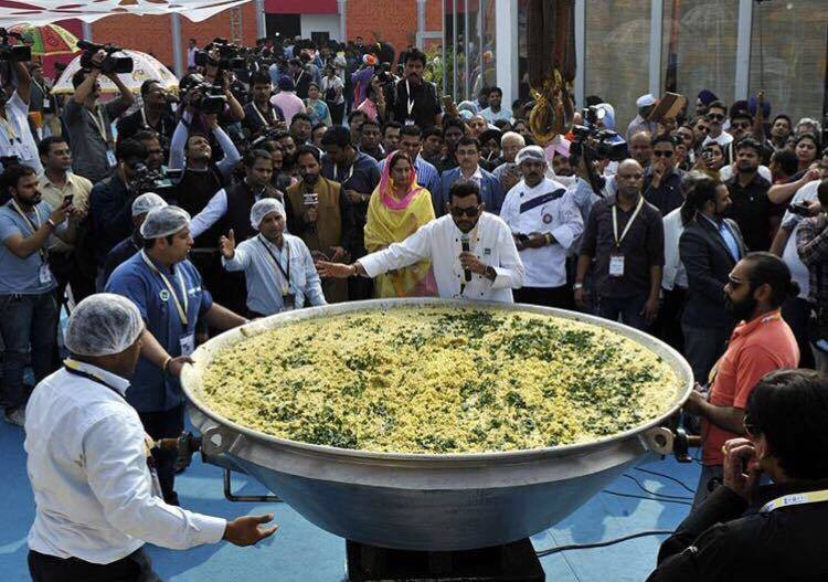 Sanjeev kapoor khichdi creates a record all thanks to chef sanjeev there was no flame involved and the entire cooking was done through steam generated by a 150 meter long pipeline a good distance away from the podium forumfinder Image collections