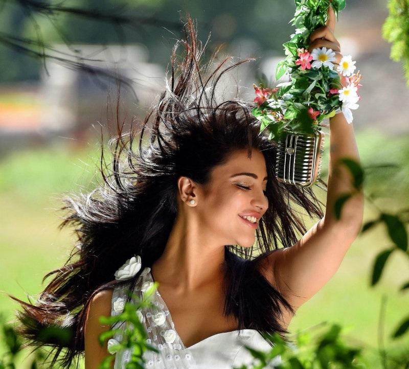Shruti Haasan looking stunning at a photo shoot