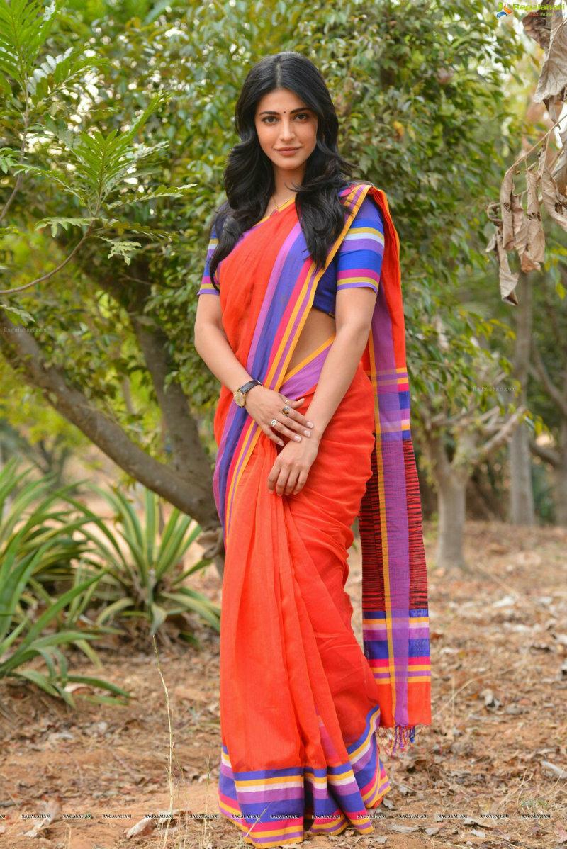 Shruti Haasan Navel Pictures in Hot Sari xxx