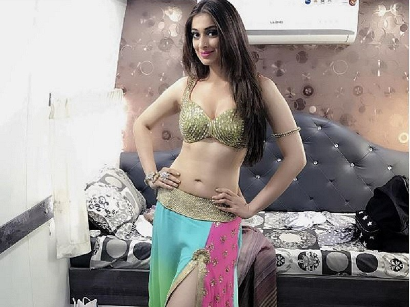 Raai Laxmi Images: Hot Navel and Cleavage Photos of Raai Laxmi xxx
