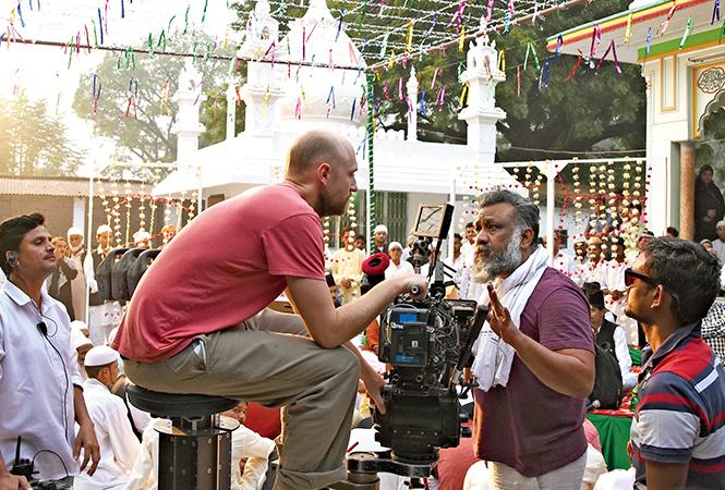 Anubhav Sinha explaining a shot to his cameraman at Dada Miyan ki dargah in Lucknow while shooting for 'Mulk' (BCCL/ Farhan Ahmed Siddiqui)
