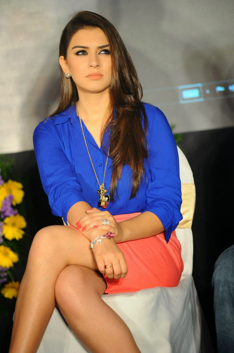 Hansika Motwani hot images cleavage and navel pics xxx