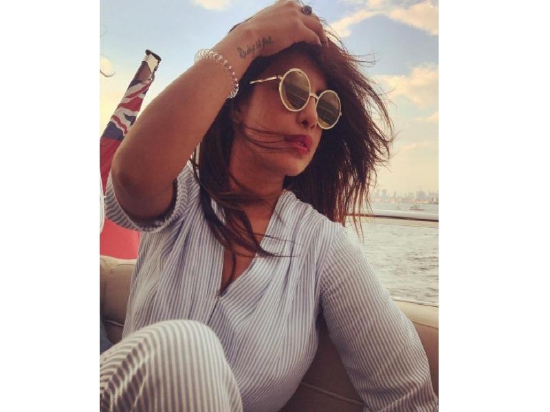 Priyanka Chopra Photos: Hot and Sexy Pictures xxx