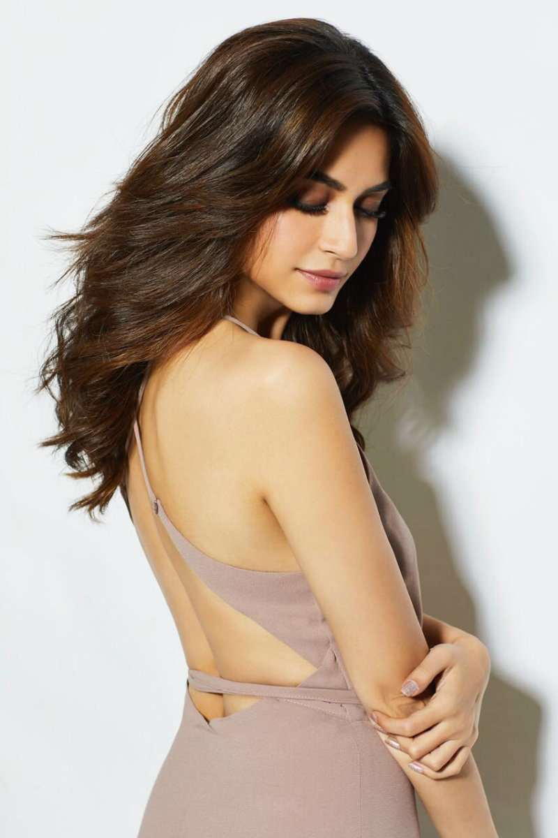 Kriti Kharbanda hot & sexy hd hq photos xxx