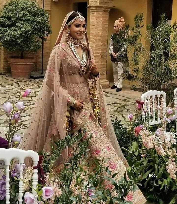 Anushka Sharma Wedding Photo in Lehnga