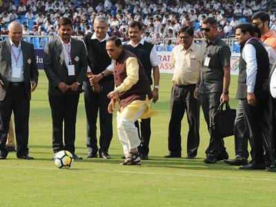 Gujarat CM Vijay Rupani kicks off the tournament as GSFA President Dhanraj Nathwani looks on along with other officials. Photo by Jignesh Vora / BCCL