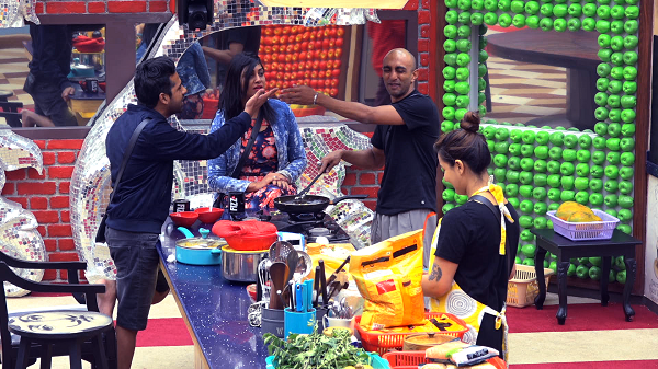 Akash and Puneesh get into a fight