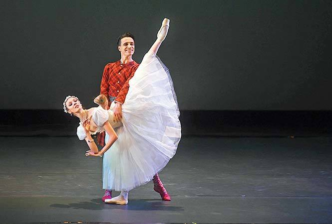 RAN_5488-Sébastien-Bertaud-and-Roxane-Stojanov-perform-the-La-Sylphide
