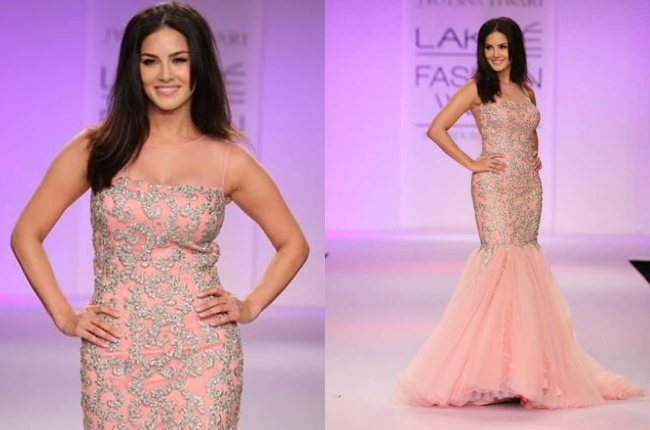 Sunny Leone Looking Sexy on Ramp