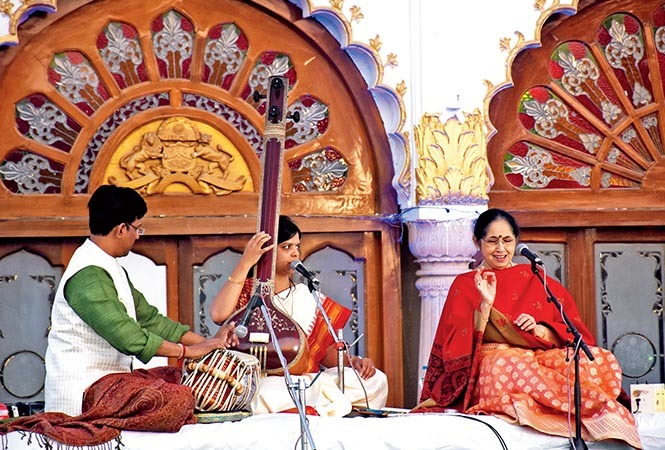(L-R) Durjye Bhaumik, Ankita Damde and Padma Talwalker performing at dawn in Baradari (BCCL/ Farhan Ahmed Siddiqui and Vishnu Jaiswal)