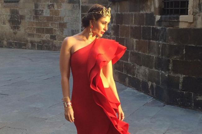Kareena kapoor in hot red