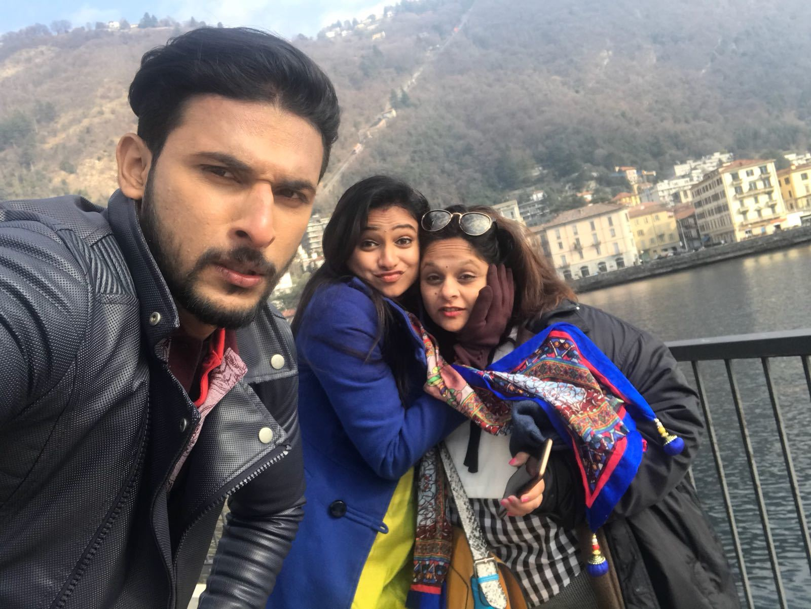 Lead actor Dileep R Shetty takes a selfie with Kavitha Gowda