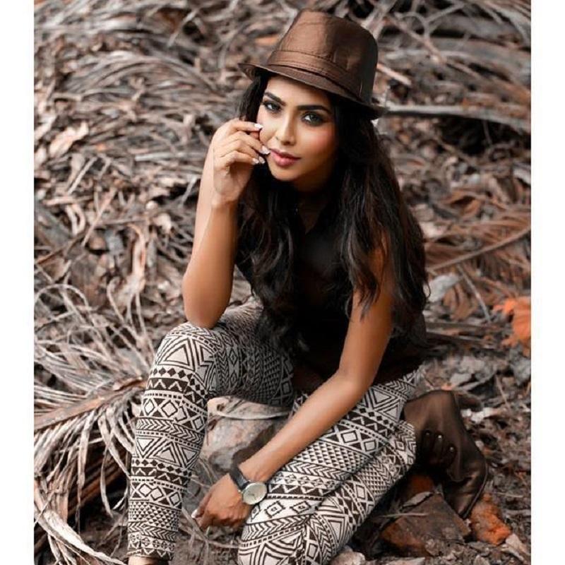 Aishwarya Lekshmi Sexy Image xxx