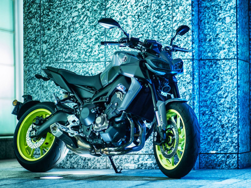 Yamaha R1 Yamaha Superbikes Get Cheaper By Up To Rs 2 57 Lakh