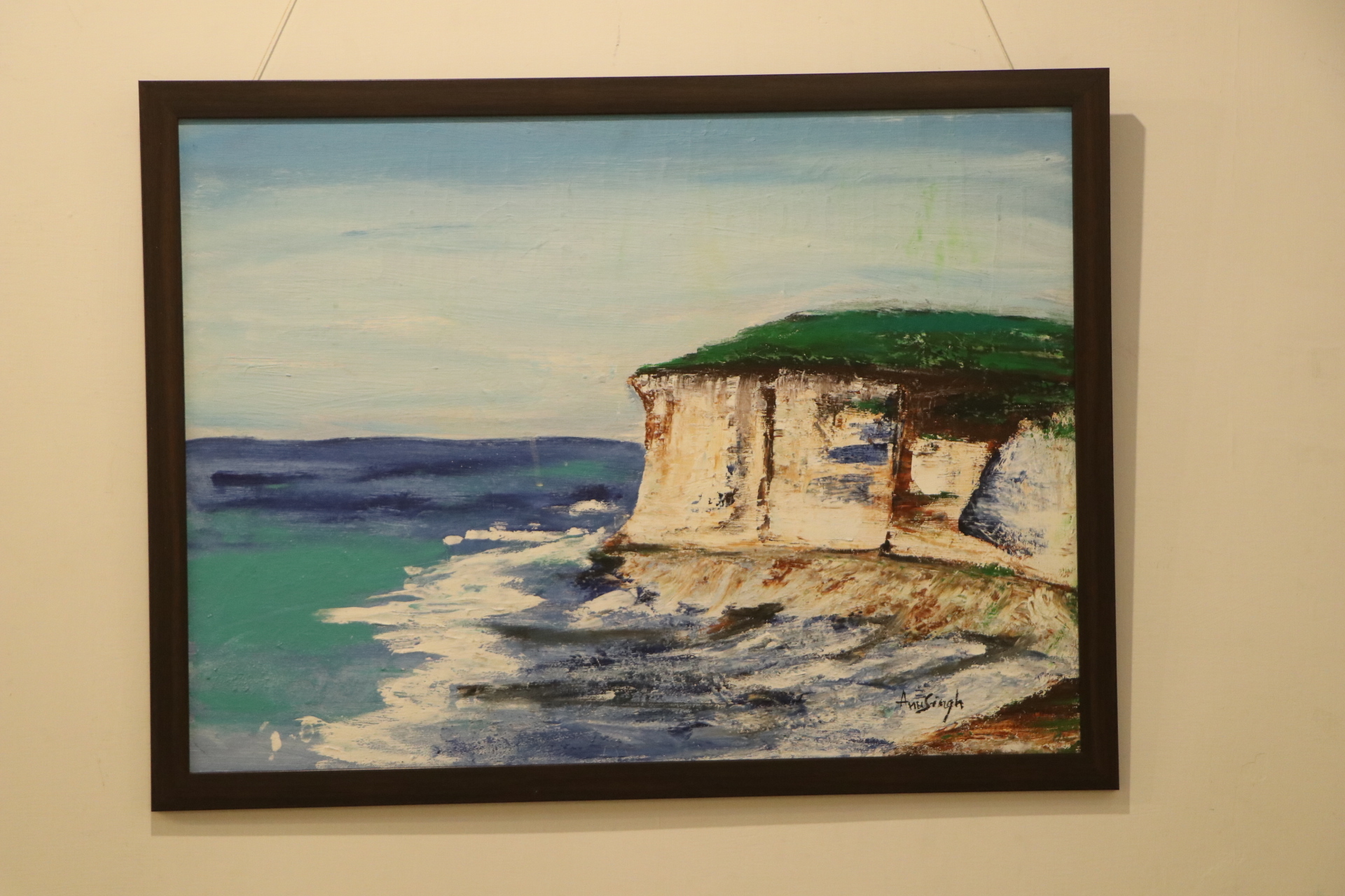 Psychological Counselor Exhibits Paintings On Nature
