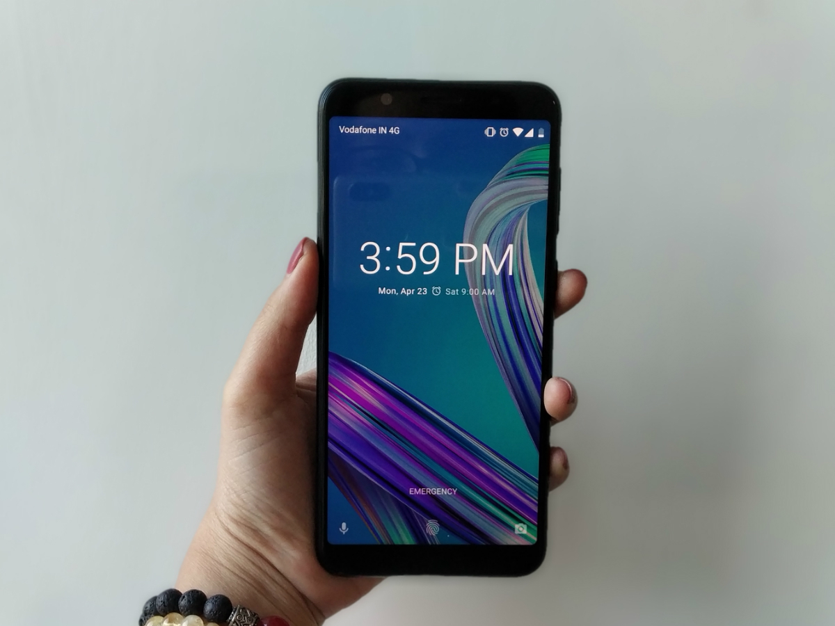 Asus Zenfone Max Pro M1 Review 3 32gb Grey At The Back Youll Find A Neatly Packed Dual Rear Camera Setup On Top Left Corner Above Flashlight We Have To Hand It Out As Design