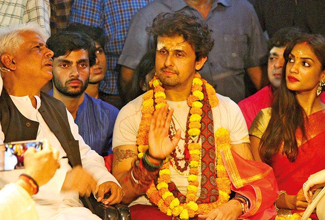 Sonu Nigam (BCCL/ Unmesh Pandey and Arvind Kumar)