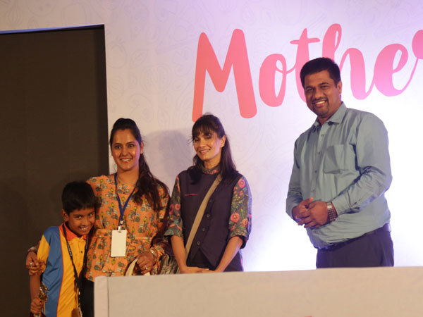 Celebrity-Chef-Maria-Goretti-and-Vishnu-Sharma---Head-MYP-at-MLSI-felicitating-a-winner-of-the-Mother's-Day-cooking-contest
