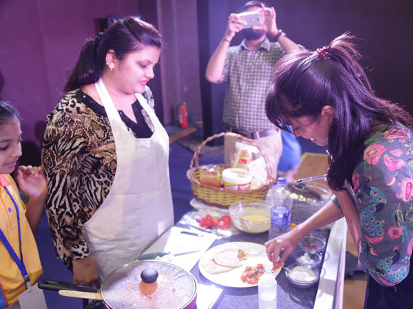 Celebrity-chef-Maria-Goretti-trying-nutritious-food-made-by-mothers-as-part-of-a-work-shop-at-Mount-Litera-School-International-(2)