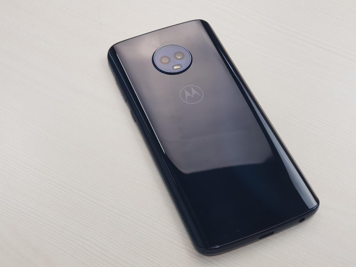 Moto G6 Review: Good Looks, Decent performance | Gadgets Now