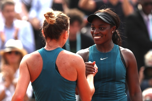 Sloane Stephens congratulates Simona Halep on her victory. Photo: Getty Images