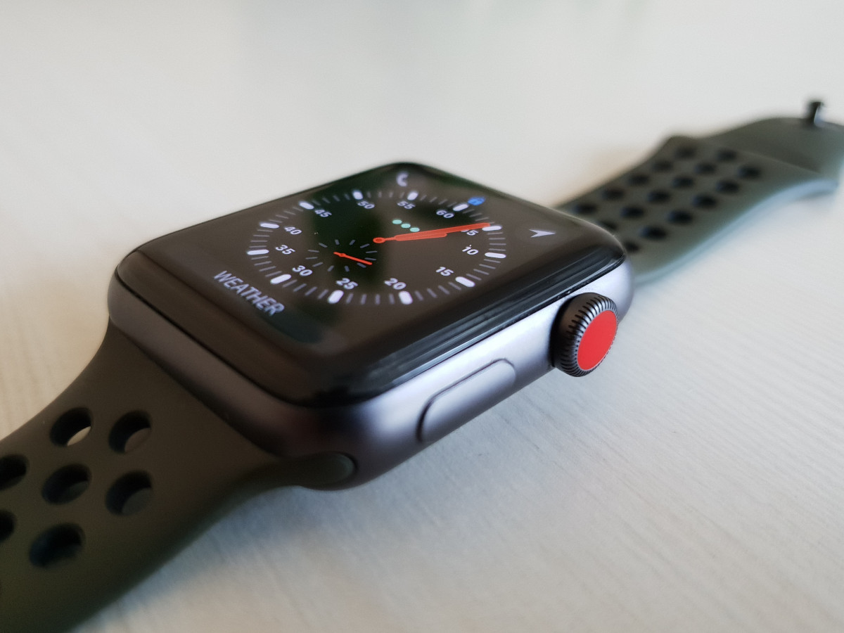 Apple Watch Series 3 Cellular Review 1 There Is No Difference In The Display Quality Of And Gps Versions However When Compared To