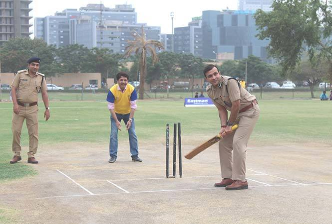 Sandeep-Khirwar,Commissioner-of-Police-Gurugram-inaugurating-'Eastman-Premier-League',-by-playing-the-first-over-of-the-tournament
