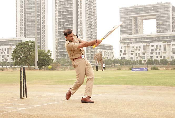 Sandeep-Khirwar,Commissioner-of-Police-Gurugram-inaugurating-'Eastman-Premier-League',-by-playing-the-first-over-of-the-tournament-at-Sports-Maidan-sector-58,-Gurugram