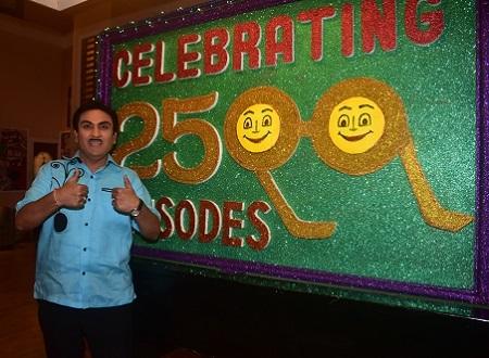 Dilip Joshi celebrating 2500 episodes